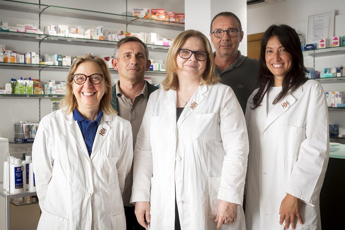 Robot Farmacia Eredi Francia dott.ssa Carella - staff