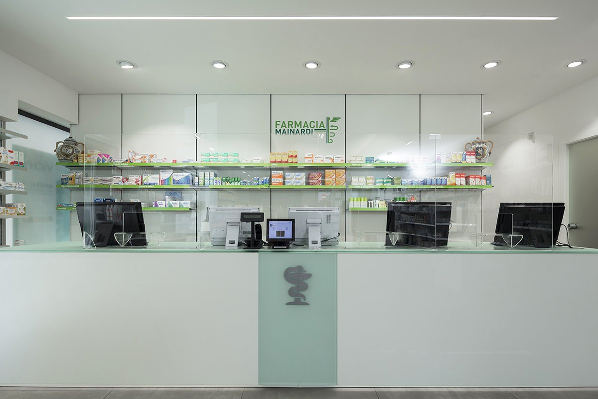 Robot Farmacia Mainardi, Capurso (BA) - vista frontale