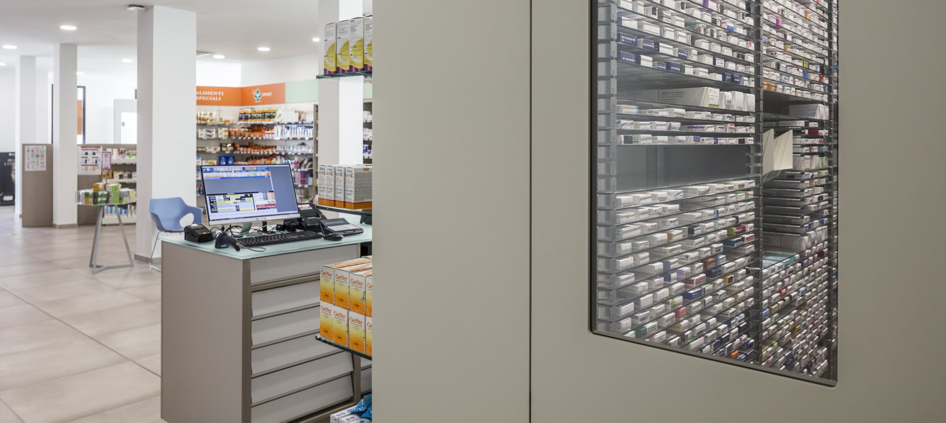 Robot farmacie Comunale di Pistoia n.2 - vista dal robot verso il locale