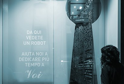 Robot Pharmathek Farmacia Russo - vista dalla vetrina sulla strada